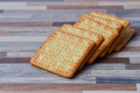 Close up view of Crackers on table Zdjęcie Seryjne