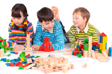 juguetes de madera: Ni�os jugando con bloques