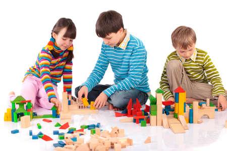 Ni�os jugando con bloques