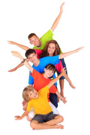 hermanos jugando: Los ni�os con los brazos abiertos