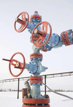 spiraglio: Pozzo di petrolio in un freddo gelido inverno gelido