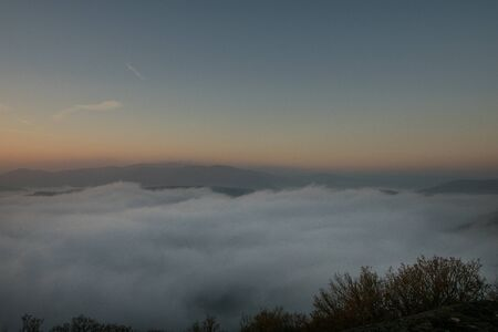 Inversion weather at the german lake called Edersee in the autumn Stockfoto