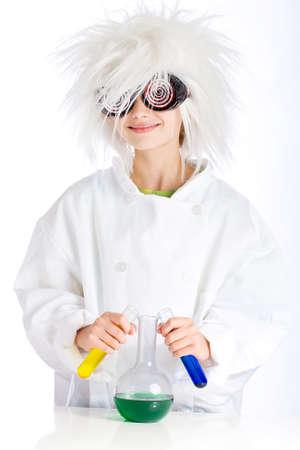 bata de laboratorio: Mad Scientist realizar experimentos Foto de archivo