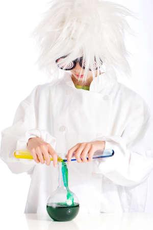 Mad Scientist uitvoeren van experiment Stockfoto