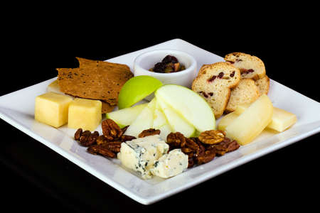 galletas integrales: queso, galletas saladas y plato de fruta