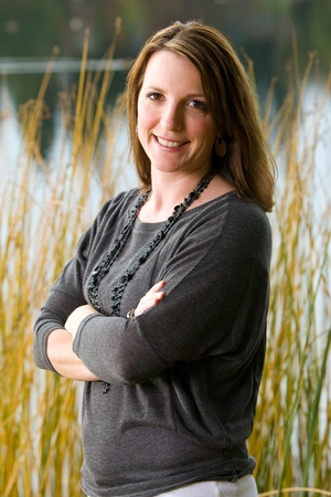 thirties portrait: Pretty, confident woman at a lake Stock Photo