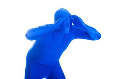 익명, 익명의 블루 맨은 거리에 떨어져 찾고