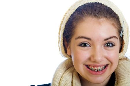 adolescencia: joven adolescente con los apoyos y una sonrisa feliz