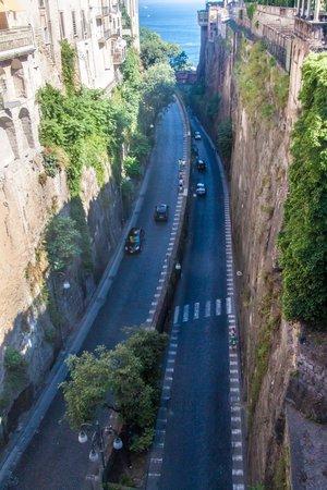sorrento: Road in Sorrento, Italy