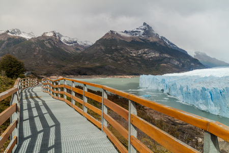 moreno glacier: Boardwalks around Perito Moreno glacier, Patagonia, Argentina
