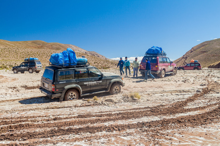 lipez: SOUTHWESTERN BOLIVIA - APRIL 14, 2015: One of 4WD vehicle carriing  tourists stuck at the popular Salar de Uyuni tour.