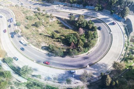 la paz: LA PAZ, BOLIVIA - APRIL 28, 2015: Traffic on the winding highway in La Paz, Bolivia. Editorial