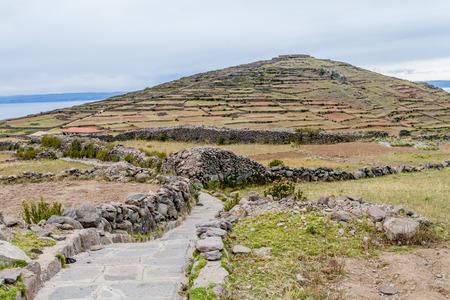Terrazzamenti Agricoli Sulla Collina Pachatata Sull\'isola Amantani ...