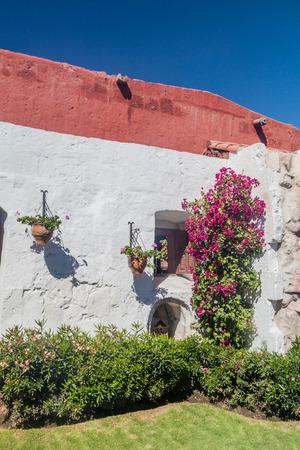 catholic nuns: Wall and a garden in Santa Catalina monastery in Arequipa, Peru
