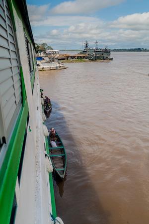 diamante: TABATINGA, BRAZIL - JUNE 22, 2015: Loading and unloading of goods to the boat Diamante on river Amazon in Tabatinga, Brazil. Editorial