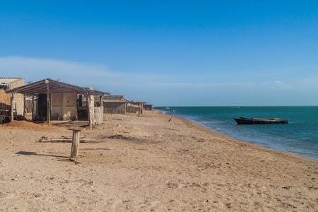 Casas de la playa en el pueblo de Cabo de la Vela en la península de La Guajira, Colombia Foto de archivo