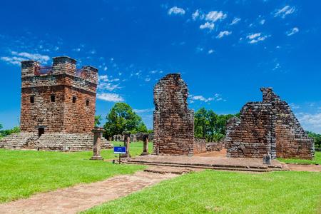 templo romano: ruinas de la misión jesuita en Trinidad, Paraguay