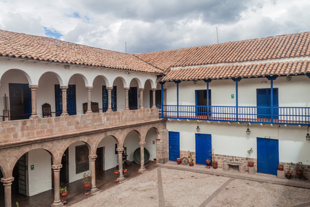 casa colonial: Courtyard of an old colonial house in Cuzco, Peru. Foto de archivo