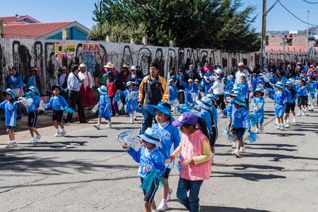 corazon: PUNO, PERU - MAY 14, 2015: Parade of children of Primary School Sagrado Corazon de Jesus 70003 in Puno, Peru