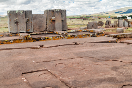 tons: Plataforma Litica, 131 tons weighting stone at Pumapunku ruins, Pre-Columbian archaeological site, Bolivia