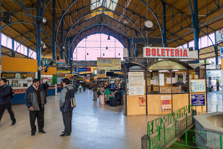 LA PAZ, BOLIVIA - 23 Abr, 2015: Interior de la principal terminal de autobuses en La Paz, Bolivia.