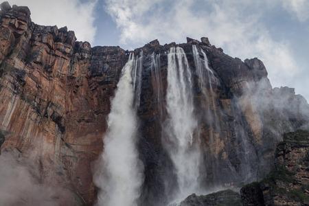 Angel Falls (Salto Angel), the highest waterfall in the world (978 m) during rainy period, Venezuela 免版税图像