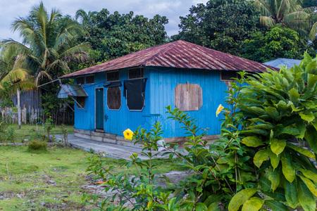 nuevo: Wooden house in Nuevo Rocafuerte village, Ecuador