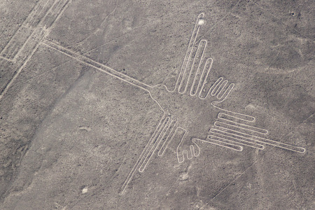 Aerial view of geoglyphs near Nazca - famous Nazca Lines, Peru. In the center, Hummingbird figure is present 免版税图像