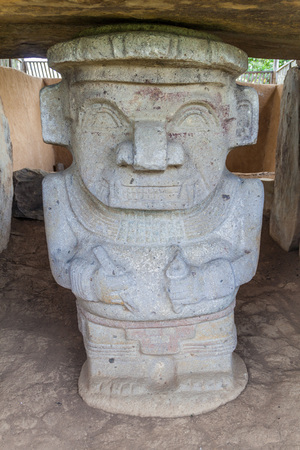 alto: Statue located at Alto de los Idolos archeological site near San Agustin, Colombia Stock Photo