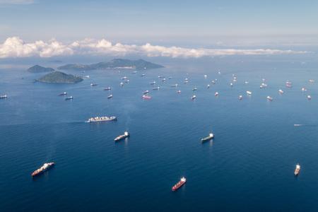 PANAMA CITY, PANAMA - SEPTEMBER 25, 2015: Cargo ships waiting to cross Panama Canal. 新闻类图片