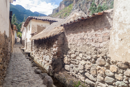 sacred valley of the incas: One of ancient alleys of Ollantaytambo village, Sacred Valley of Incas, Peru