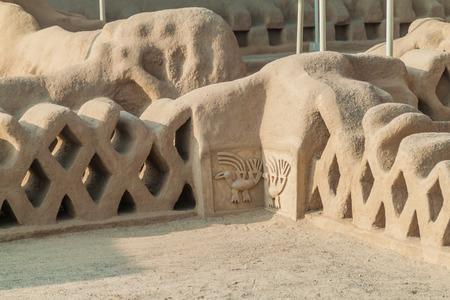adobe wall: Detail of a decoration at the ruins of adobe city Chan Chan in Trujillo, Peru Stock Photo
