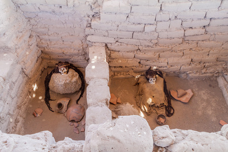mummification: Preserved mummies in a tomb of Chauchilla cemetery in Nazca, Peru