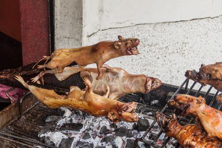 cavie: cavie arrosto su un mercato in Banos de Agua di Santa, popolare destinazione turistica in Ecuador