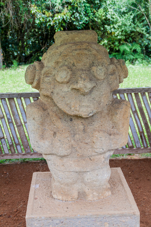 san agustin: Statue located at Alto de los Idolos site near San Agustin, Colombia