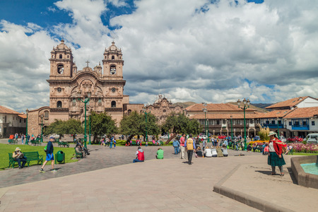 plaza de armas: CUZCO, PERU - MAY 23, 2015:  La Compania de Jesus church on Plaza de Armas square in Cuzco, Peru.