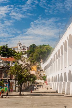 리오 드 자네이로, 브라질 -2011 년 1 월 28 일 : 리오 데 자네이로에서 Carioca 아 쿼 덕트 및 산타 테레사 구 에디토리얼