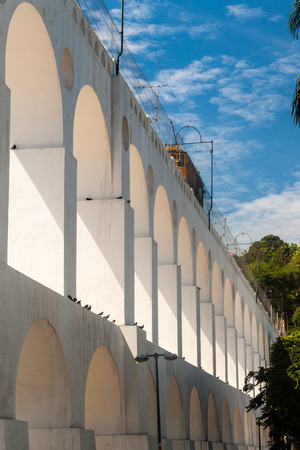 Tram rides on Carioca aqueduct in Rio de Janeiro, Brazil Imagens