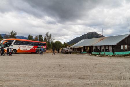 bariloche: BARILOCHE, ARGENTINA - MARCH 2, 2015: Roadside restaurant and parking lot near Bariloche, Argentina Editorial