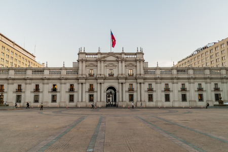 bandera chilena: SANTIAGO, CHILE - MARCH 27, 2015: La Moneda Palace, seat of the President of the Republic of Chile, in Santiago, Chile Editorial