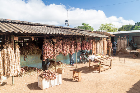 CAMAGUEY, CUBA - JAN 26, 2016: GArlic and onion stalls at the Mercado Agropeculario (Agriculture Market) Hatibonico in Camaguey, Cuba