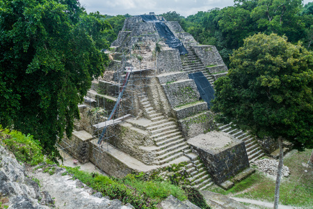 遺跡 Yaxha、グアテマラで北のアクロポリスの遺跡 写真素材