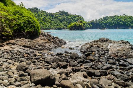 playa: Rocky coast in National Park Manuel Antonio, Costa Rica