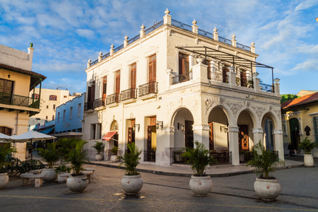 CAMAGUEY, CUBA - JAN 25, 2016: Ornate building on the Plaze de los Trabajadores square in the center of Camaguey. Imagens - 79532291