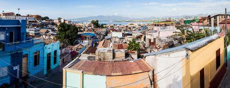 SANTIAGO DE CUBA, CUBA - 1 DE FEBRERO DE 2016: Panorama de Santiago de Cuba, Cuba Foto de archivo - 79293286