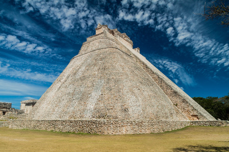 Piramide van de Tovenaar (Piramide del Adivino) in de oude Maya-stad Uxmal, Mexico Stockfoto