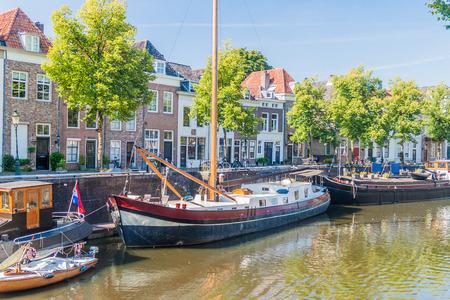 Old harbor in Den Bosch, Netherlands 免版税图像