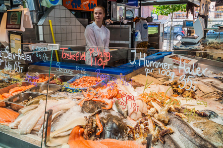 COPENHAGEN, DENMARK - AUGUST 28, 2016: Seafood stall inTorvehallerne indoor food market in the centre of Copenhagen. Редакционное