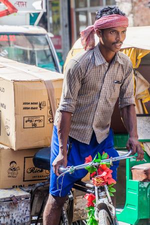 rikscha: DELHI, INDIA - OCTOBER 22, 2016: Cyclo rickshaw driver in the center of Delhi, India. Editorial