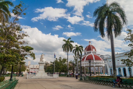 CIENFUEGOS, CUBA - FEBRUARY 10, 2016: View of Parque Jose Marti square in Cienfuegos, Cuba. Stock Photo - 92899142